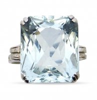 Antique Guest and Philips - Aqua Set, White Gold - - 18ct 4 Claw Single Stone