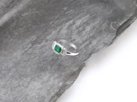 Hans Krieger - Emerald 0.62ct Diamond 0.44ct G vvs2 Set, White Gold - - 18ct Cluster 3 stone Ring