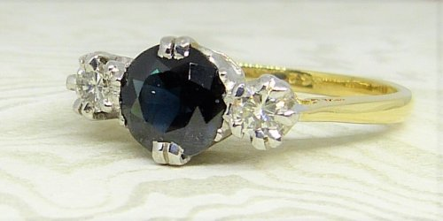 Antique Guest and Philips - Yellow Gold, Platinum and Sapphire - Three Stone Ring